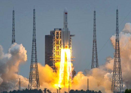 Raketa kineze pritet të bjerë në tokë këtë fundjavë, autoritetet tregojnë rrezikun e saj