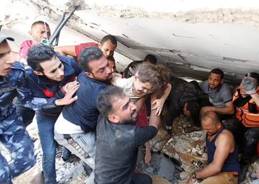 U nxorr pas 7 orësh nga rrënojat/ Vajza 6-vjeçare ribashkohet me babain, raketat izraelite i vranë nënën