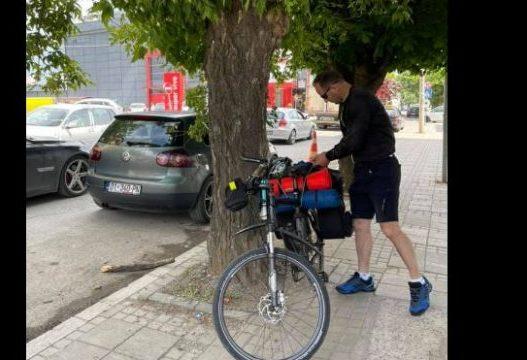 Me biçikletë nga Kosova në Zvicër, polici bën ëndrrën realitet