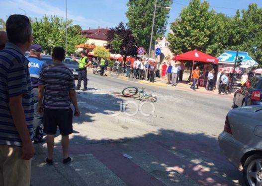 Kombinat/ Shoferi me Audi përplas burrin me biçikletë, ky i fundit në gjendje të rëndë