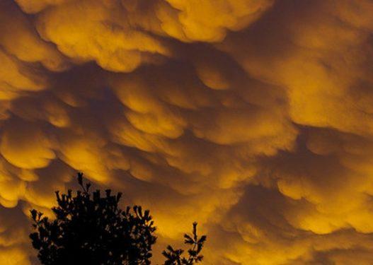 Pamje e frikshme në qiellin e Greqisë, tmerrohen qytetarët