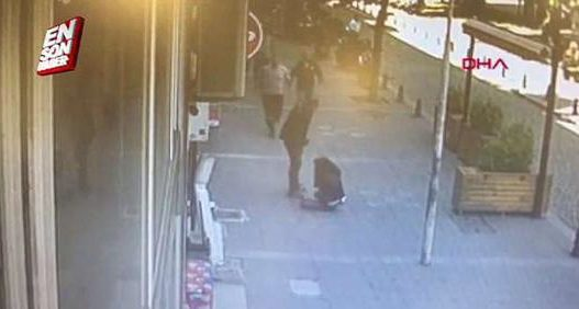 E rëndë/ Burri rreh të shoqen shtatzënë në mes të rrugës