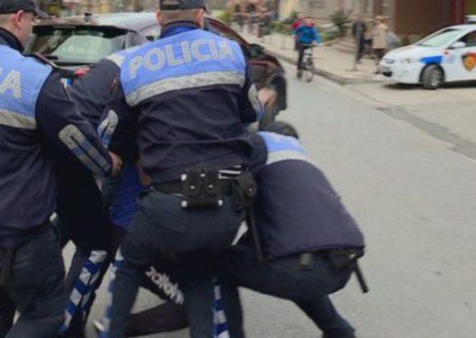 """Plas sherri mes policit dhe qytetarit/ I riu: E qëllova se më tha """"o b*thq*r më shkele këpucët, i kam blerë 200 euro"""""""