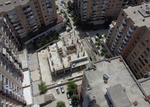 """Veliaj """"mbjell"""" kullën në mes të kompleksit të banimit në zonën e Astirit, godina ngrihet mes 5 ndërtesave të tjera"""