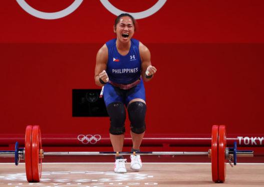 Peshëngritësja filipineze merr medaljen e parë për shtetin e saj, fiton një shtëpi dhe mbi 600 mijë dollarë