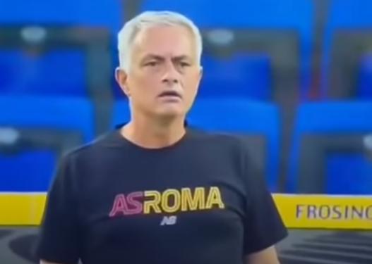 """""""Zgjohu o k**""""/ Irritohet keq Mourinho, del nga vetja dhe kapet me lojtarin e tij"""