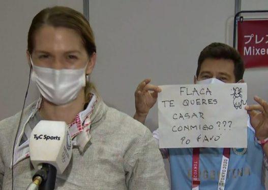 Sportistja eliminohet nga gara në Lojërat Olimpike, trajneri e befason duke i propozuar live për martesë