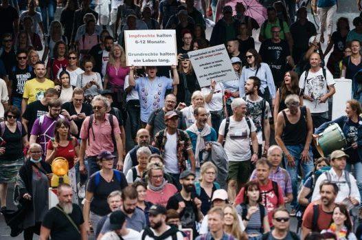 Vdes 49-vjeçari gjerman, u arrestua nga policia e Berlinit gjatë protestës për masat anti-covid