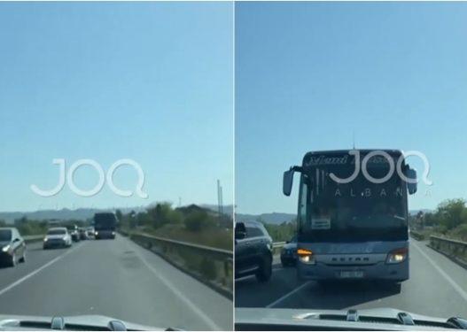 """Pas publikimit në JOQ Albania, policia shoqëron drejtuesin e autobusit """"trim"""" që ishte kundërvajtje"""