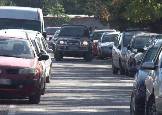 Sherr për parkimin në QSUT, qytetarët: Po na vdesin të sëmurët duke pritur në radhë
