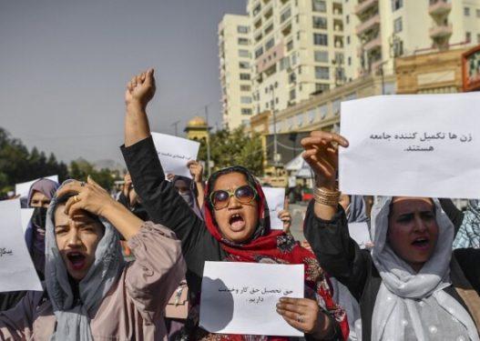 Gratë protestuan për të drejtat e tyre/ Talebanët dhunojnë gazetarët, shkak transmetimi i protestës