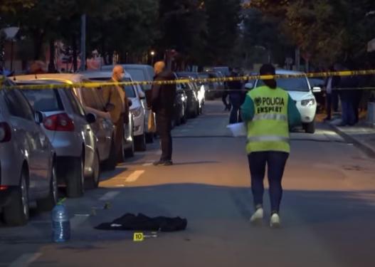 Dalin pamjet e përplasjes me armë zjarri në Tiranë mes dy grupeve, u plagosën dy të rinj