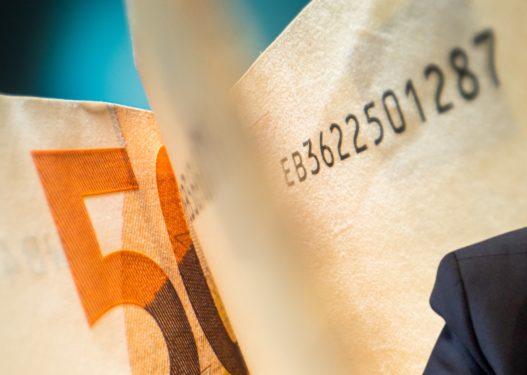 """Agimi """"i burgjeve"""" i jep 180 milionë pa konkurrencë Qefalisë dhe të dënuarit për korrupsion"""