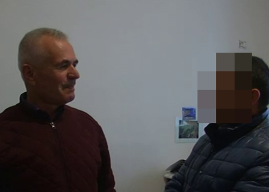 """Kryebashkiaku """"i premtoi"""" biznesmenit transportin e furgonave Vlorë-Sevaster, ai e mbyti në grushte"""