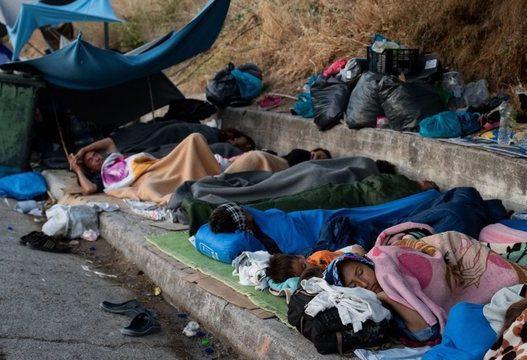 Organizatat për të drejtat e njeriut: Greqia po i lë emigrantët pa ushqim