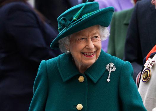 """Pak ditë më parë refuzoi çmimin """"E moshuara e vitit"""", Mbretëresha Elizabeth shtrohet në spital"""