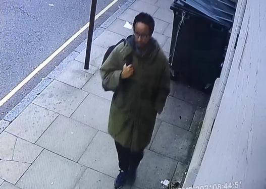 I qetë dhe me duart në xhep, publikohet videoja e 25-vjeçarit që vrau deputetin britanik